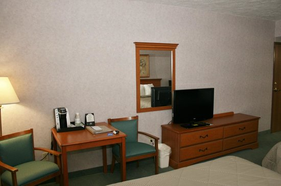 Comfort Inn Huntingdon: Desk / TV area