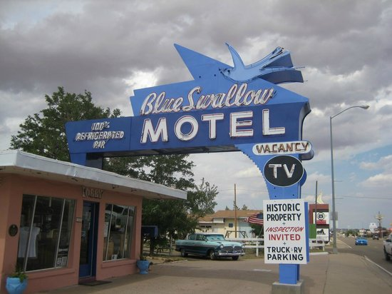 Blue Swallow Motel: Motel Frontage