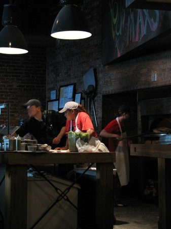 Max's Coal Oven Pizzeria: The cooks busy making our pizza