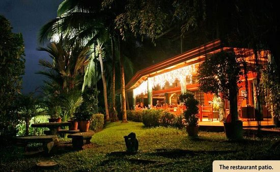 PorQueNo?: Restaurant patio at night