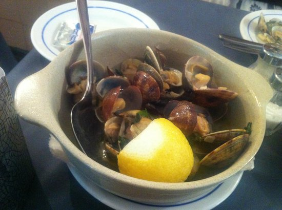 A Primavera do Jeronimo : Clams cooked with garlic and coriander
