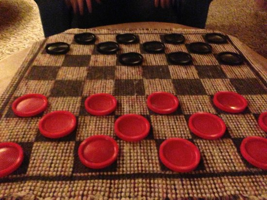 Daniels Summit Lodge: Checkers on second floor