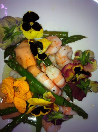 Days At Sea Beach Lodge: Prawns and green asparagus salad
