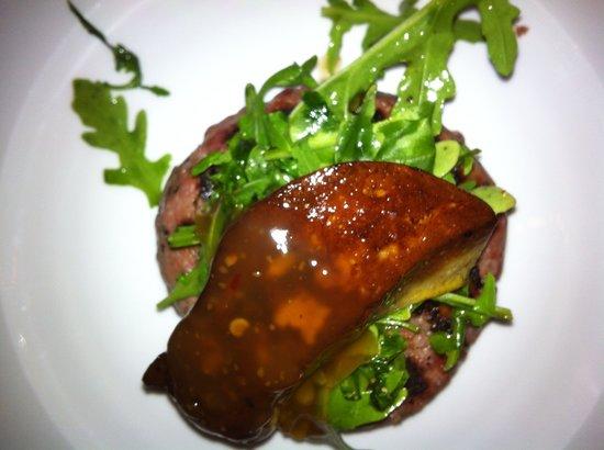 دايز آت سي بيتش لودج: Foie gras, rocket salad, beef burger