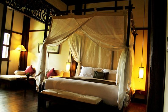 Hotel 3 Nagas Luang Prabang MGallery by Sofitel: bed with net