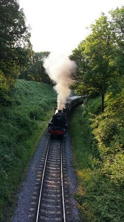 Mulgrave Cottage : Steam train coming in to beck hole