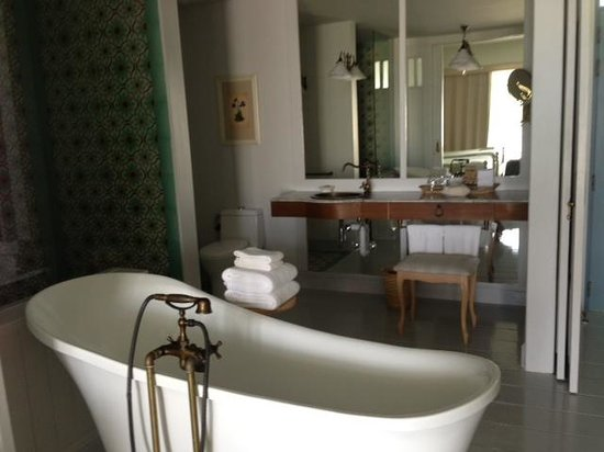 ‪‪Devasom Hua Hin Resort‬: Bathroom‬