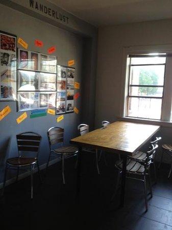 City Hostel Seattle : 3rd floor community kitchen