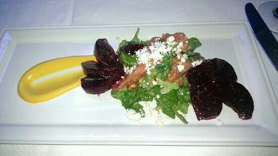 Brix & Mortar Restaurant : Roasted beet & goat cheese salad with grapefruit