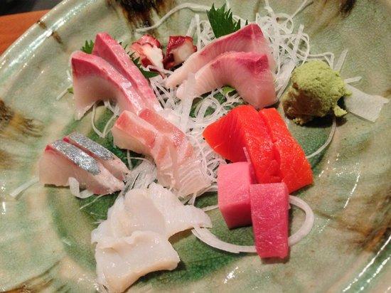 Sushi Hachi : assorted sashimi