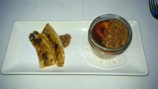Brix & Mortar Restaurant : Deconstructed peanut butter cheesecake with bruleed bananas