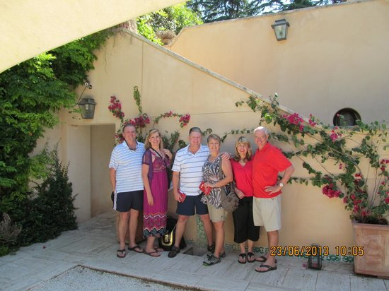 Villa Magnolia Relais: All 6 of us stayed here and had such a fantastic time!  This was the best choice for our stay in