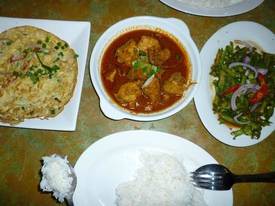 Eleven: Omlette, debel curry chicken, veggie and rice