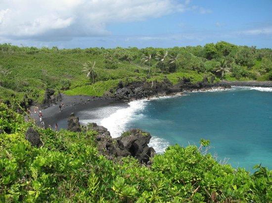 Wai'anapanapa State Park: Wai'napanapa Black Sand Beach