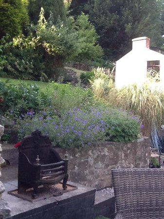 Cables B&B: Garden view