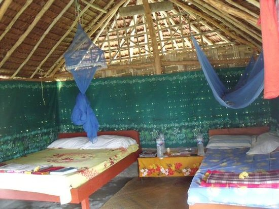Towock Restaurant and Bungalows: Inside our comfortable Bungalow