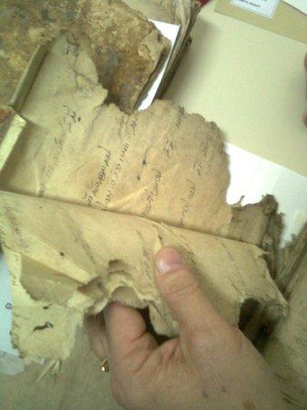 Jewish Barcelona Urban Cultours : Researching, old Jewish manuscripts