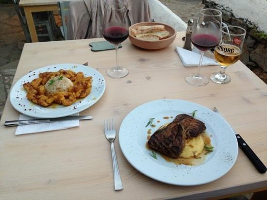 Foto de Yakamengen Kafe Restoran