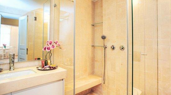 The Clock - Tel Aviv Jaffa Luxury Apartments: Bathroom