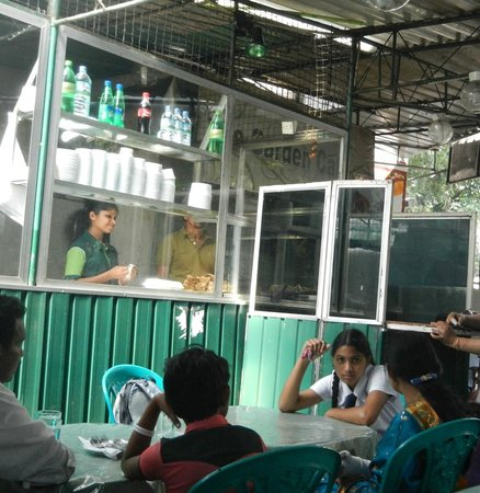 Days Inn Kandy: Garden Cafe