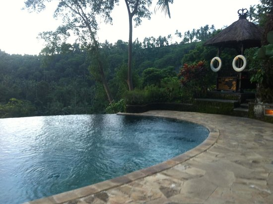 The Royal Pita Maha: borderless pool
