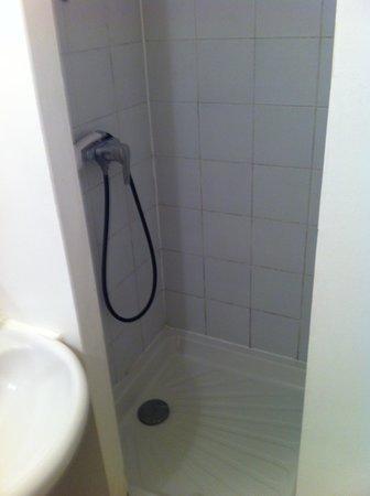 Hotel Moderne : Shower room #1