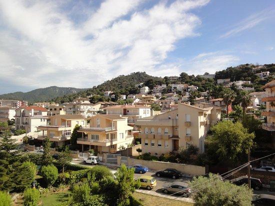 Hotel GHT Oasis Tossa & SPA : вид на горы с номера