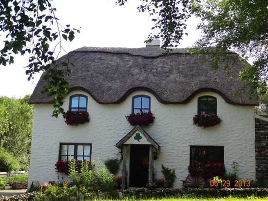 Lissyclearig Thatched Cottage: Lissyclearig