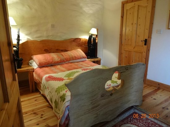Lissyclearig Thatched Cottage: Bedroom