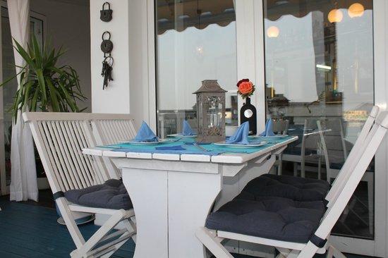ON THE BEACH Restaurant and Cocktail Bar: On the beach