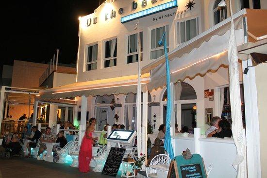 ON THE BEACH Restaurant and Cocktail Bar: Evening...