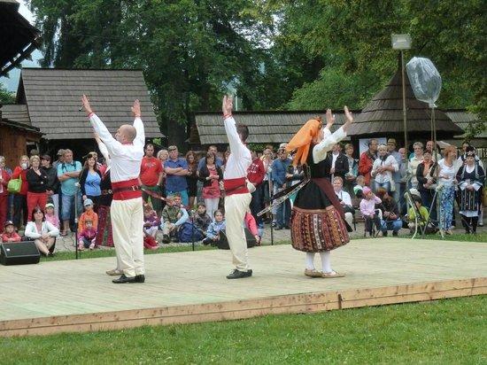 Wallachian Open Air Museum: Folk Dancing