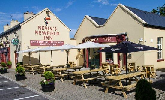 Nevin's Newfield Inn: Bar & Resstaurant