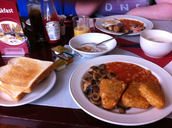 Campanile Hotel Cardiff: Best breakfast ever.