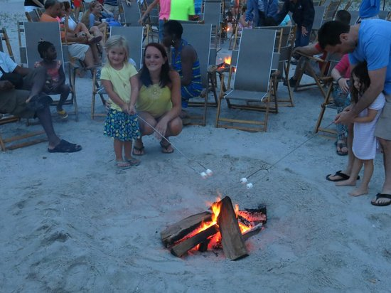 Omni Amelia Island Plantation Resort: Roasting Marshmallows on the beach