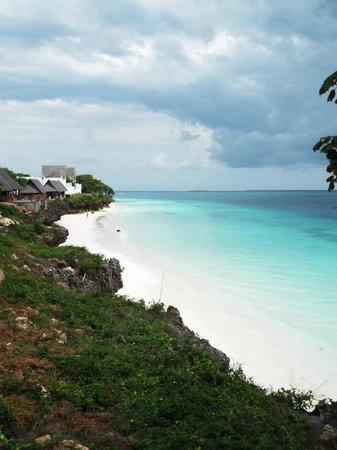 Royal Zanzibar Beach Resort: View from side of infinity pool