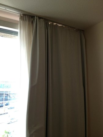 Novotel Freiburg: Terrible curtains