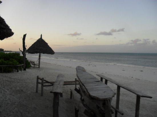 Garden Beach Bungalows: sun goes down