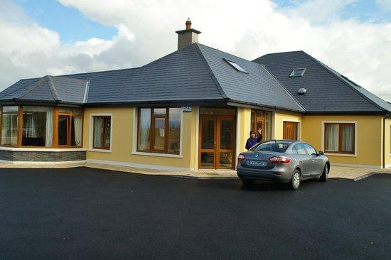 Killarney House: Ground floor and massive parking area