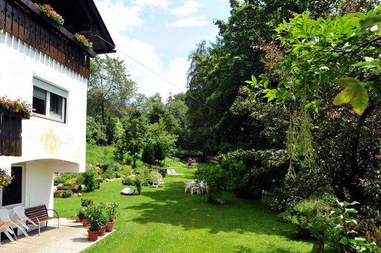 Pension Harrasser: Haus - Garten