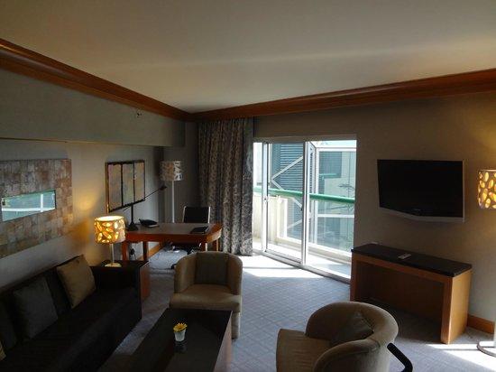 Fairmont Singapore: hospitality room