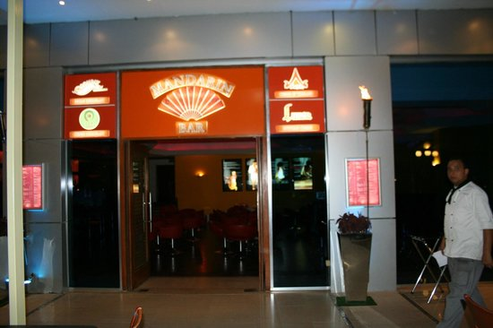 Bombay : Manadrin Bar  and enterance for all the four restaurants above