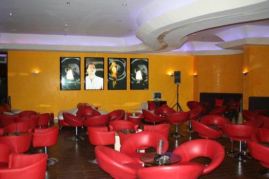 Bombay : Mandarin Bar below