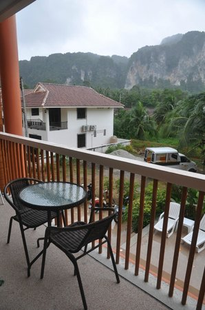 Aonang Regent Hotel : Balcony overlooking the cliffs