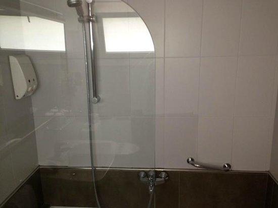 Hotel Subur Maritim: Dusche Bad