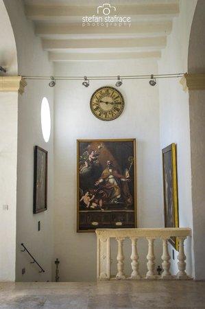 Wignacourt Museum: Stairs to lower floor