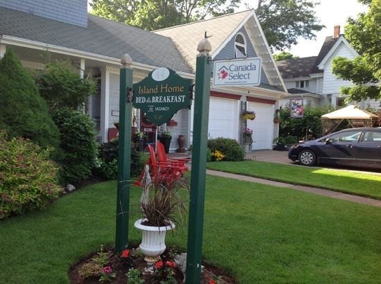 Island Home Bed and Breakfast : quiet street setting