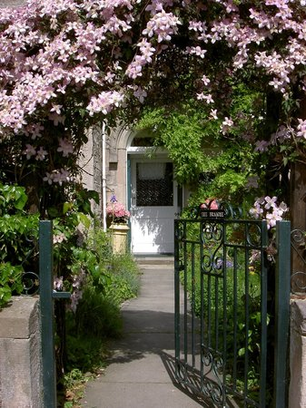 The Braighe Bed and Breakfast : Front door and arhway of The Braighe