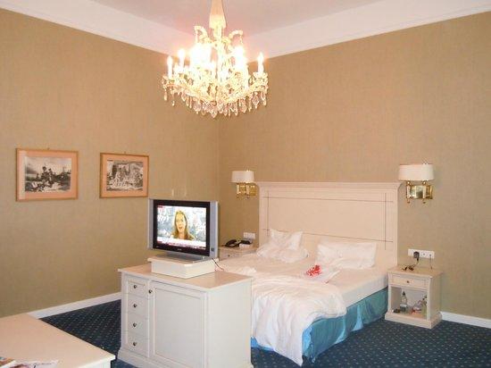 Hotel de France: Bed area