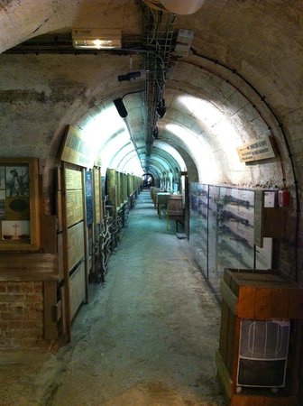 Musee Somme 1916: the loooong tunnel